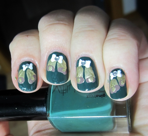 GinaTricot_ForestNight_and_BarryM_GoldFoil_and_Essie_Don'tSweaterIt3