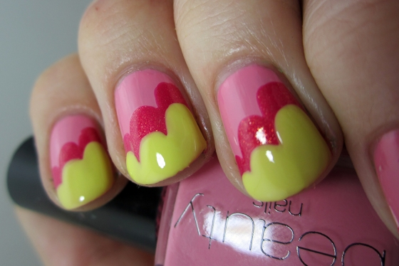 GinaTricot_PickMe_and_ChinaGlaze_StrawberryFields_and_SallyHansen_YellowKitty2