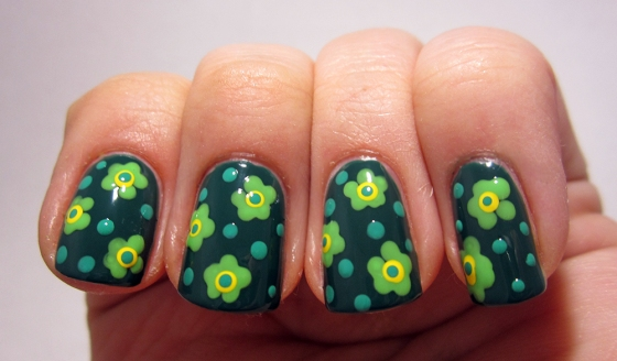 Essie_GoingIncognito_and_GinaTricot_AnotherBite_and_AspenGold_and_ChinaGlaze_FourLeafClover2