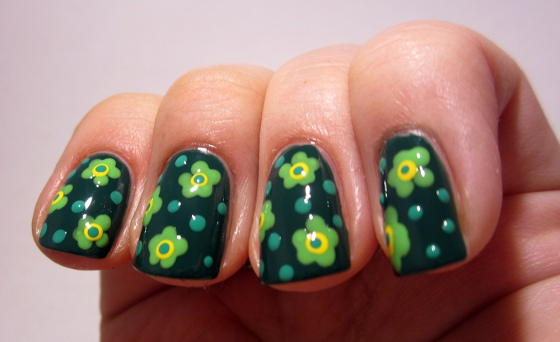 Essie_GoingIncognito_and_GinaTricot_AnotherBite_and_AspenGold_and_ChinaGlaze_FourLeafClover3